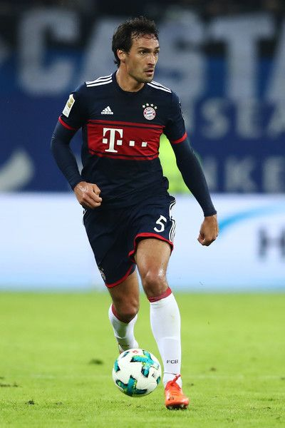 Mats Hummels of Muenchen in action during the Bundesliga match between Hamburger SV and FC Bayern Muenchen at Volksparkstadion on October 21, 2017 in Hamburg, Germany.