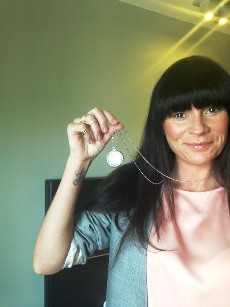 Here's the lovely Lucy Pargeter from Emmerdale perfectly accessorising her outfit with Emozioni! :) #ChasDingle #Jewellery #Jewelry #Necklace