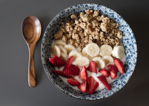 TODAY'S BREAKFAST IDEA: a bowl of granola and fresh fruit with milk will make your morning a happy one!  You can go for strawberries & banana slices - or go crazy with more exotic fruit, like pineapple, mango, kiwi or raspberry. You can even add some hazelnuts and cashews in, with a sprinkle of dry raisins and other fruit.  It's delicious, I promise!
