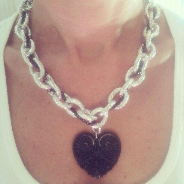 Modello Coeur noir. ..collana a doppia catena con un grande cuore nero. ..x info : patriceartemoda@gmail.com...#pendant#necklace#accessori#bijoux#bigiotteria#creazioni#handmade#madeinitaly#