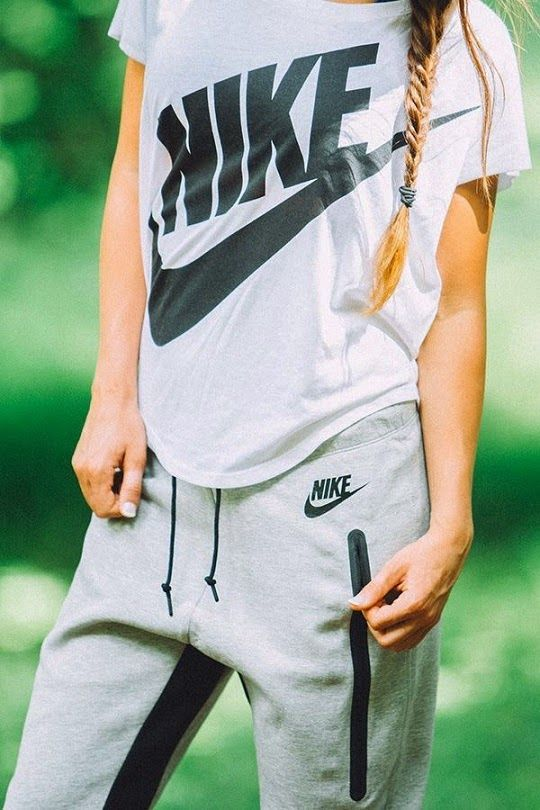 Daytime #comfort #street #style if those are joggers it is like the perfect outfit....