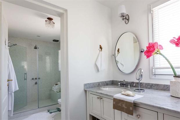 Mamparas Para Baño Fv:tiene mampara de cristal templado (Blinduch) La mesada de mármol de