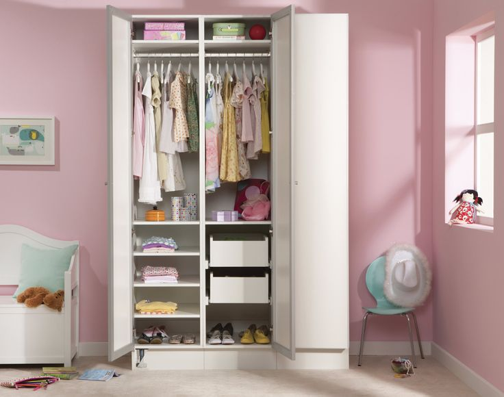 If only all kids bedrooms were this tidy! #wardrobe #wardrobeinterior #flatpackwardrobe #wardrobeshelves #wardrobedrawers #whitewardrobe