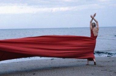 Mania Dansante: L'éternelle et intense Blue Lady - #danse #ModernDance #Carolyn Carlson
