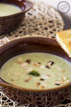 Zupę – krem z brokułów robiłam już kilka razy i zawsze nam smakowała. Kremowa, delikatna, sycąca, z bardzo wyczuwalną nutą czosnku, która nadaje jej charakteru.