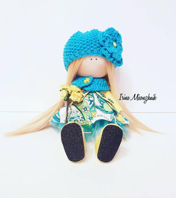 53 отметок «Нравится», 4 комментариев — Аксессуары 👜текстильные куклы🌸 (@irina_misonzhnik_) в Instagram: «Куколка самостоятельно стоит и сидит, рост 30 см. #кукла #тильда #интерьернаякукла…»