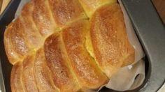 Una mia amica voleva replicare il pane dolce morbido morbido che mangiava la sua quando era piccola. Erano tanti panini morbidissimi attaccati tra loro.
