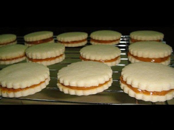 Křehké sušenky s kondenzovaným mlékem. Příprava je velmi jednoduchá a chuť fantastická.