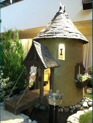 small dog house Eco Day ~ Dog House Designs and Which Would You Choose? HomeSpirations