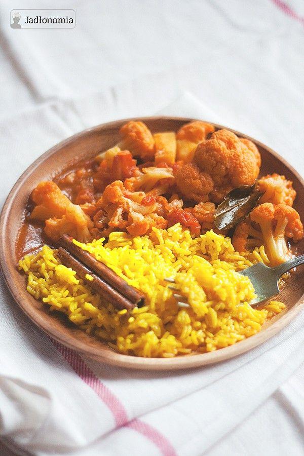 Uwielbiam curry za to, że wystarczy kupić w warzywniaku te warzywa, na jakie akurat mam największą ochotę a potem w kilka chwil można zamienić je w pyszne curry. W zimie najczęściej ląduje w nim ciecierzyca i warzywa korzeniowe, na jesień [...]