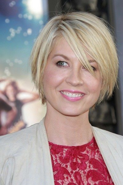 Short Haircut for 2014: Jenna Elfman's hairstyle with side swept bangs