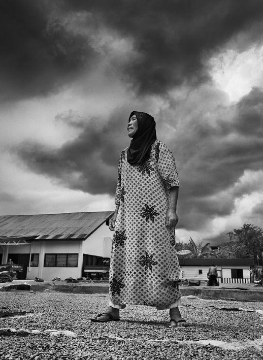Essicazione del caffè nella città di Takongon. Zona del lago di Tawar, Altopiano di Pusat Gaio, isola di Sumatra, Indonesia 2014. Sebastião Salgado
