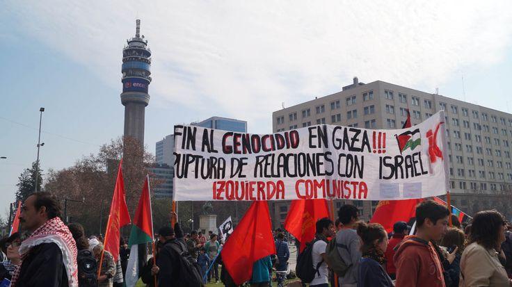 Terminando el trayecto de la marcha realizada hoy en Santiago , los Palestinos y sus descendientes se reunieron para manifestar su total rechazo a la guerra contra la franja de gaza.