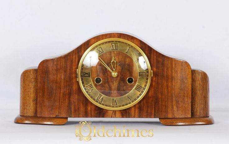 Jam antik Oldchimes C0130 ini adalah jam meja dengan ukuran kecil (Mantle) yang berkualitas sangat baik dan berasal dari tahun 1950-an. Jam antik ini telah melalui tahapan restorasi penuh. Kotak jamnya terbuat dari kayu Oak yang dilapisi Shellac, sedangkan muka jam dan bezel berlapis emas.