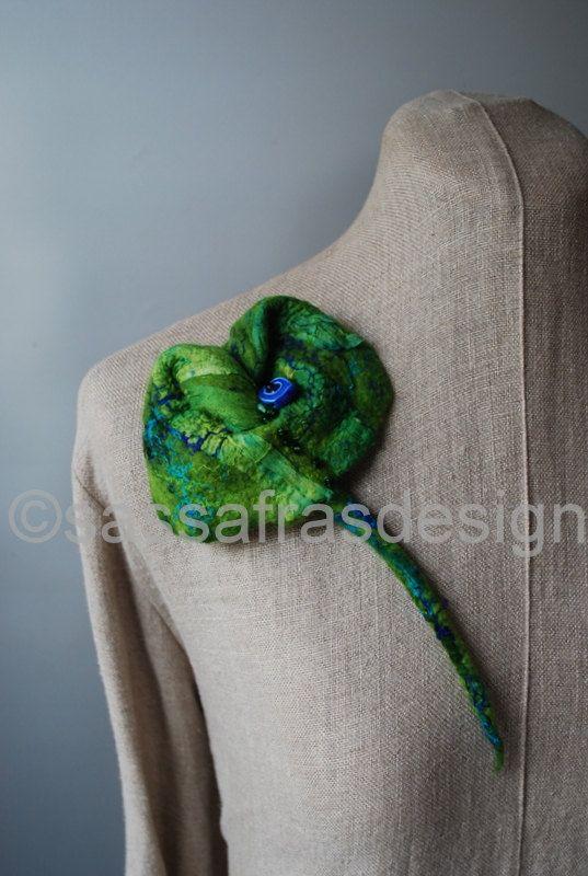 Groene+handgevilte+broche+grote+handgemaakte+door+sassafrasdesignl