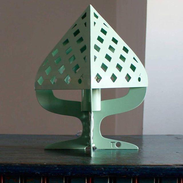 Pumò: la lampada disegnata da @ciccio.farina per @officinetamborrino.  Una rivisitazione in acciaio laccato del Pumo della tradizione ceramica pugliese.  #puglia #design #madeinpuglia #madeinitaly #lightdesign #apulia #Ostuni #creatoadarte #creatoadartepuglia #lamp #designer #designing #lighting #product #productdesign #officinetamborrino #madeinitaly #italianstories  #thisispuglia #weareinpuglia #pumo #pigna
