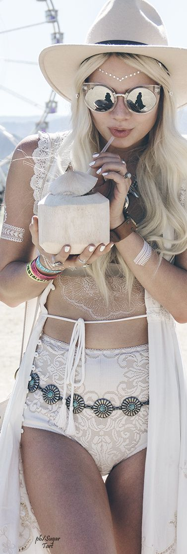 Boho Beach Babe ≫∙∙☮ Bohème Babe ☮∙∙≪• ❤️ Curated by Babz™ ✿ιиѕριяαтισи❀ #abbigliamento #bohojewelry #boho