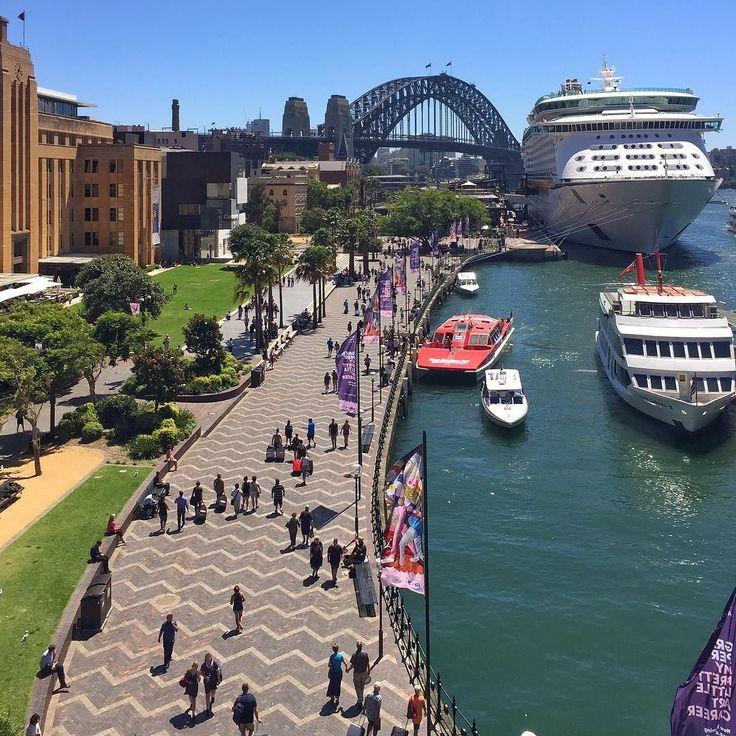 Причал бухты Сидней и Харбор-Бридж #circularquaywest #sydneycove #sydneyharbourbridge #sydney #australia by maxsihvart http://ift.tt/1NRMbNv