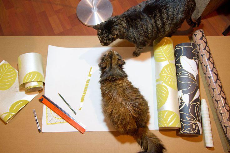 Do it yourself mit Katze - Lampenschirm mit Tapete bekleben