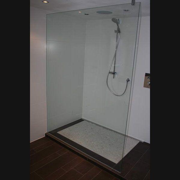 Tijdloze badkamer met kiezel douchevloer