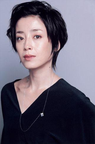 宮沢りえさんのクールな黒髪ショート。ヘアスタイル ショート 40代のおすすめ一覧♡