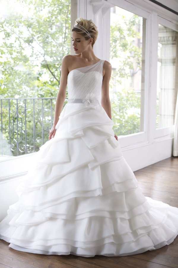 Popular aire barcelona wedding dresses rumba ball gown moonlight couture wedding dresses spring one shoulder a line organza gown Lazaro Sp