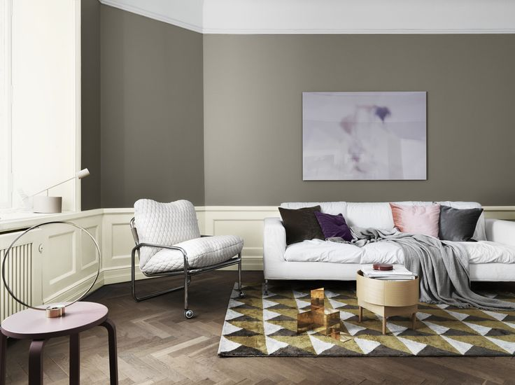Gray is easy to combine with other colors and creates a subtile contrast to other furnishings. The grey colour is namned Kalksten and the white  colour is named Äggskal, both from Alcro.