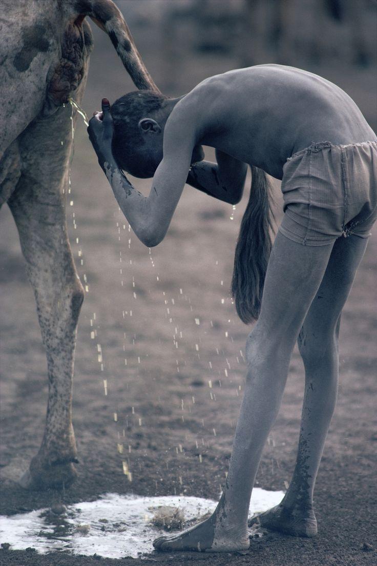 Kazuyoshi Nomachi. Sudan del Sud, 1981. http://www.klatmagazine.com/photography/kazuyoshi-nomachi-pics-035/11678