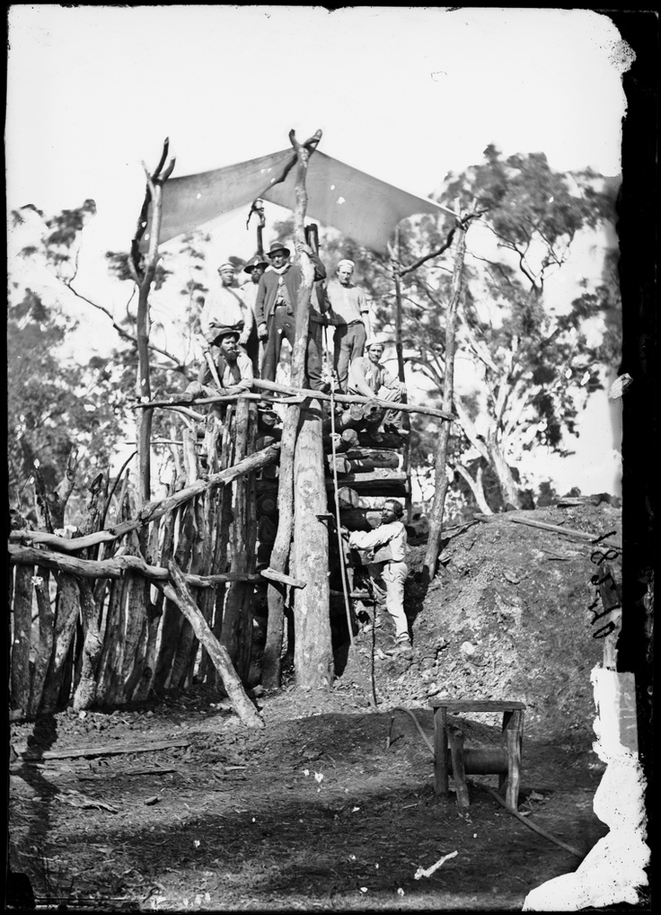 Mine head with group of gold miners, Gulgong area