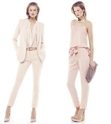Comment porter un pantalon rose pale - 5 images