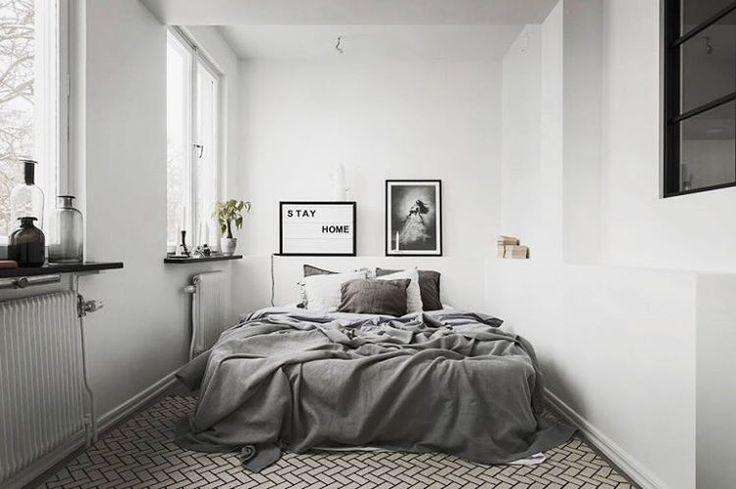 Wij blijven nog even liggen🤗 fijne zaterdag! 😄 Credits: @roomednl & @bosthlm_realestate #slaapkamer #bedroom