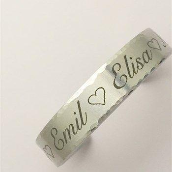 Persoonlijke+armband+met+eigen+tekst+of+naam+-+Made+by+Sieraden+met+een+verhaal