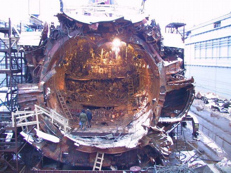 можно фото подводной лодки курск после подъема протекает