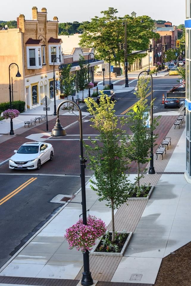 An average morning on the newly renovated Front Street in