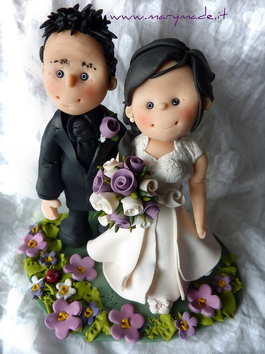 Il cake topper dello sposo con capelli a spazzola ed orgoglioso della sua sposa davvero incantevole | cake-toppers-marymade | Pinterest | Wedding, Wedding cake…