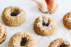 Lo mejor de las rosquillas pero en versión sana y rica. ¡Sin gluten, azúcares refinados, sin harinas de cereales, sin lácteos y sin huevos!