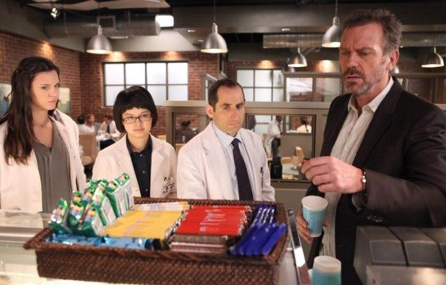Still of Peter Jacobson, Hugh Laurie, Odette Annable and Charlyne Yi in House…