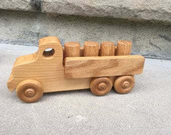 Wooden Toy Truck Dump Truck // il camion by PanePersoWoodcrafts