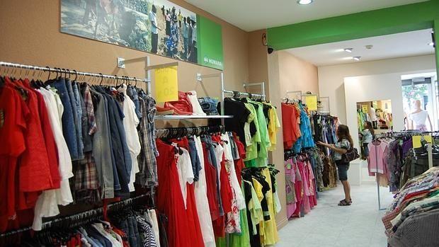Dos tiendas de Madrid venden 300 vestidos de novia por 10 euros