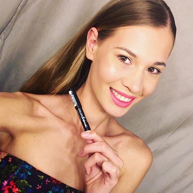 My favorite lipstick for now is ColorDrama In The Coral by @maybelline So Pretty for summer! Моя любимая помада от Мэйбелин и другие любимки в новом видео на #YouTube ссылка в био #фаворитывесны2016 #фавориты #косметика #макияж #визажист #аннакорн #бьютиблог #всеомакияже #блог #makeupinmilan #trucco #bella #maybelline #colordrama #makeup #makeupartist
