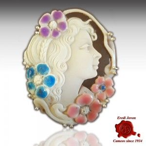 ANTIQUE APHRODITE enamel SHELL CAMEO 50/55mm. engraved by hand   Pendant and brooch set in silver 925% and completely made in Italy.   It can be worn as a clasp for a pearl necklace.  This product is very unique!    https://www.eredijovon.com/en/2456-antique-aphrodite-shell-cameo-enamel.html    #italiancoraljewels #cammeiitaliani #cameos #cammei #handcarvedcameos #cammeifattiamano #handmadecameos #antiquecameos #vintagecameos #cameolocket #cameonecklace #cameoring #cameobrooch