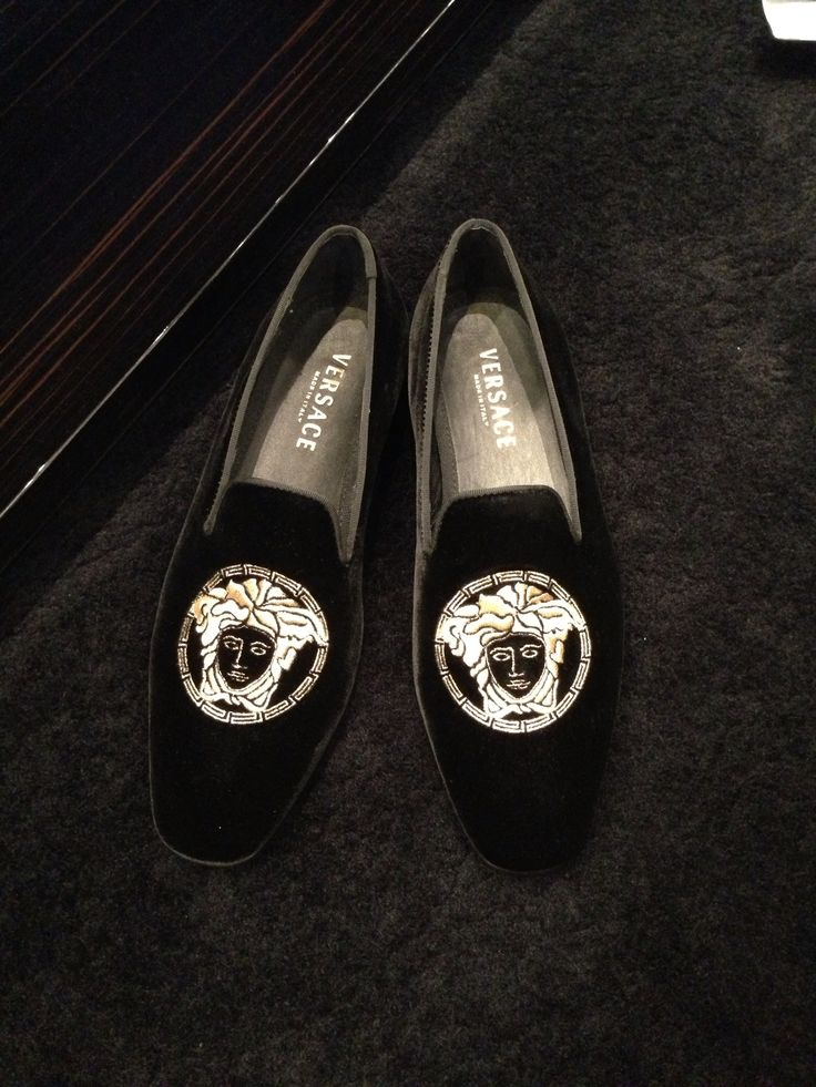 MEDUSA! Versace Men's Shoes. If I had a hubby, he'd rock these haha.