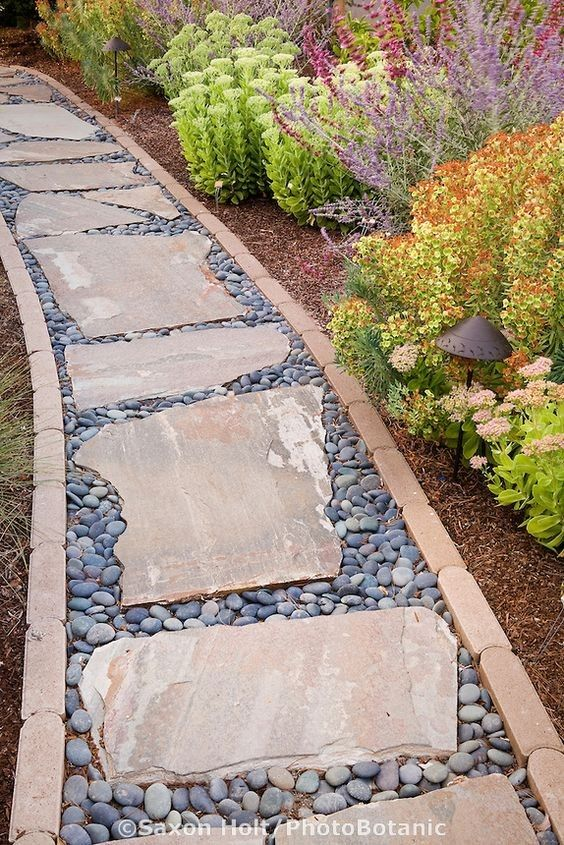 flagstone in between paver edges with pebbles