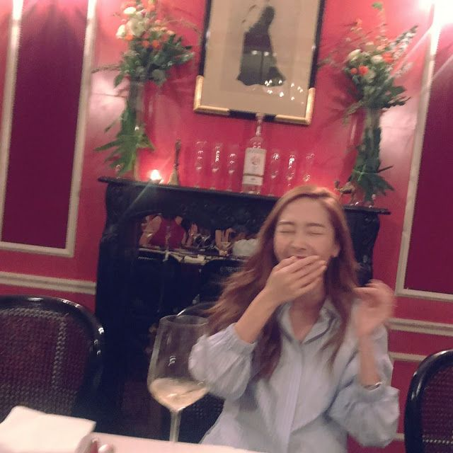 Jessica Jung sends her sweet smile from Seoul