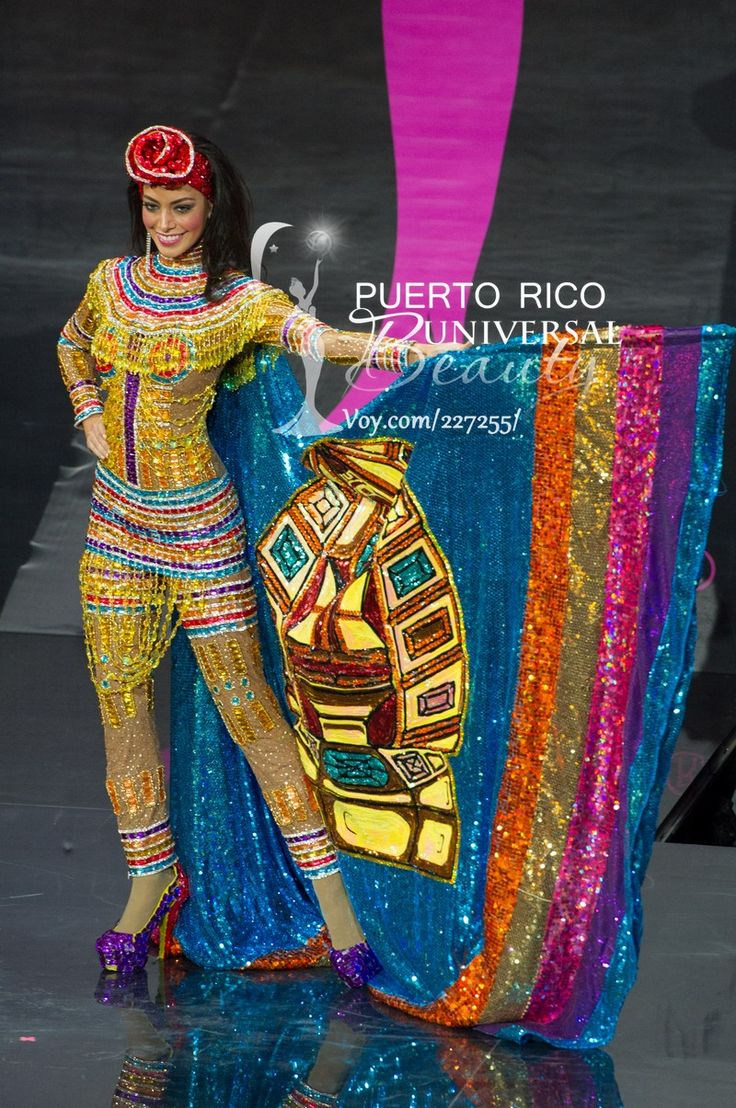 Alexia Viruez, Miss Universe Bolivia 2013, models in the National Costume contest at Vegas Mall on November 3, 2013.   #MissUniverse2013 #MissUniverse #MissUniverso2013 #MissUniverso #Russia #Moscow #Rusia #Moscú #NationalCostume #MissBolivia #AlexiaViruez