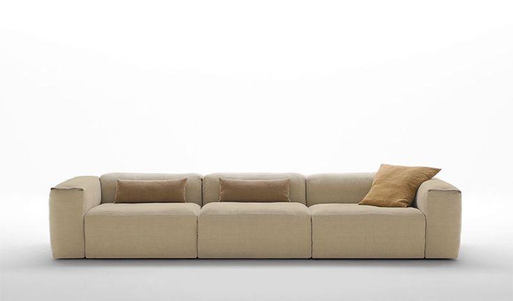 #Divano modello #Tiziano #Classic. #Libero e #informale, privo di cuscini di seduta e di schiena, estremamente #versatile nella sua infinita #componibilità Il #rivestimento, in #pelle o #tessuto, è disponibile in due versioni, #Classic e #Cube, completamente #sfoderabili.
