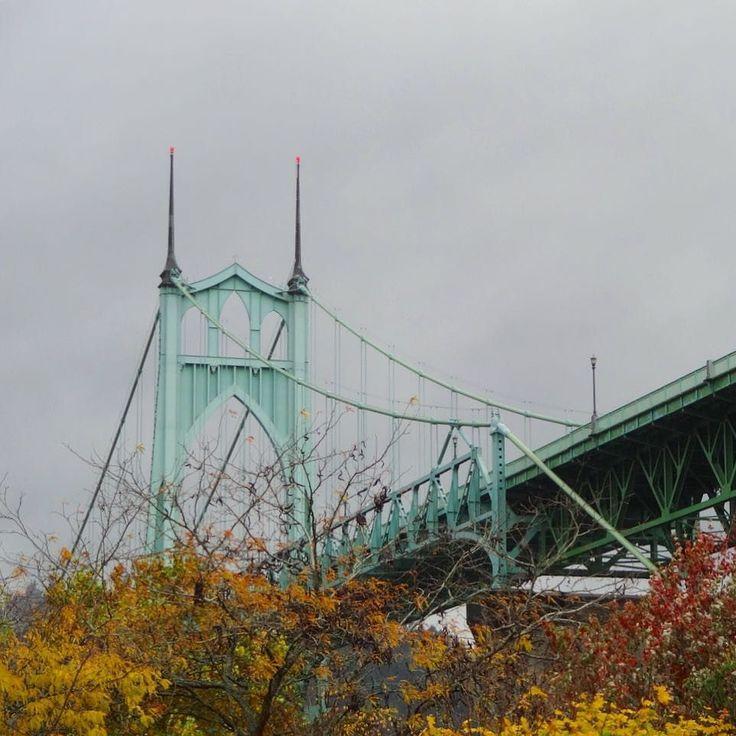 Saint Johns Bridge - Autumn series #saintjohnsbridge #bridge #portlandbridges #portlandoregon #autumn #autumncolors #cloudy #rain #oregon #pnw #pnwonderland #pnwisbeautiful #pacificnorthwest #architecture #cityscape #nofilter #iphoneonly