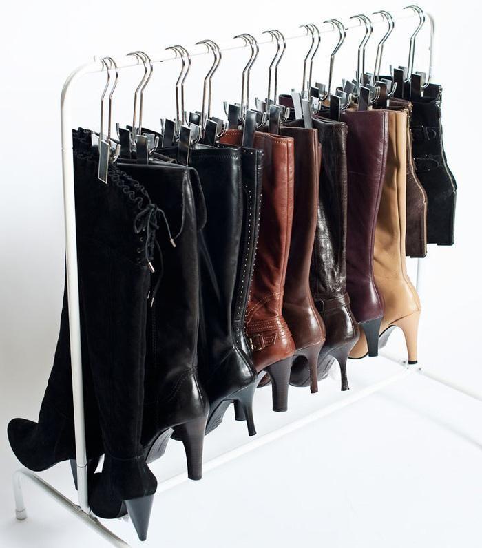 Cómo guardar las botas. Cuando estrenamos nueva temporada, comienza el tradicional cambio de armario para adaptar nuestro vestuario a las condiciones climáticas. Ya sé que a veces da pereza tener que realizar esta tarea, per...