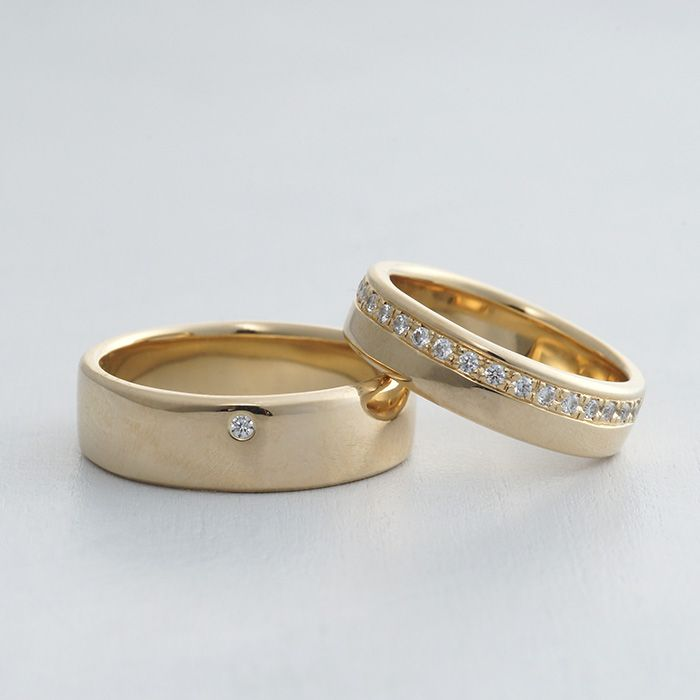 【ithマリッジリング】K18(ゴールド)/マリッジリング:Specchio(スペッキオ)。角を面取りした優しい平打ちのデザインリング。女性はダイヤモンド20ピースを中心より上に一列に。  [gold,marriage,wedding,ring,結婚指輪,ウエディング,ブライダル]