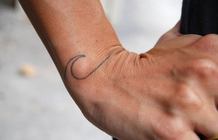 17 Small But Beautiful Tattoos Every Surfer Will Wan...
